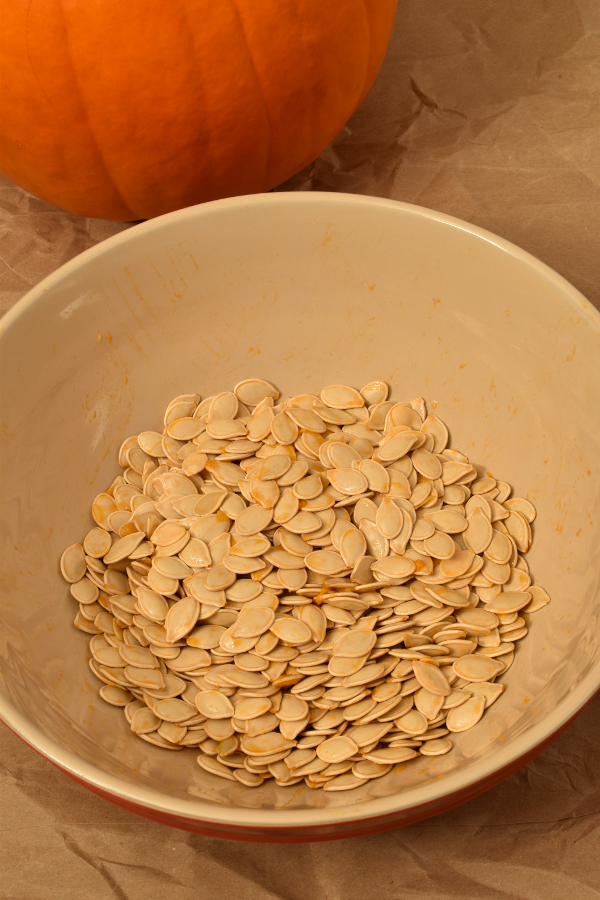 Maple Cinnamon Roasted Pumpkin Seeds | WednesdayNightCafe.com