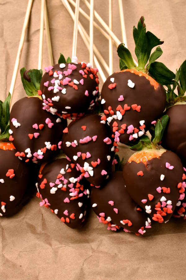 Perfect Chocolate Covered Strawberries | WednesdayNightCafe.com